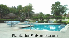 Waterford Courtyards in Plantation FL - pool